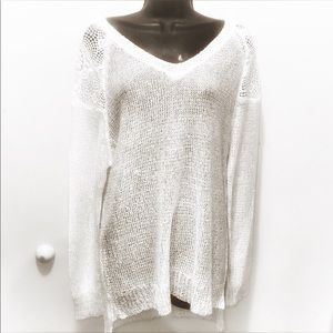 White sweater in knit w/ sequins & silver sparkle
